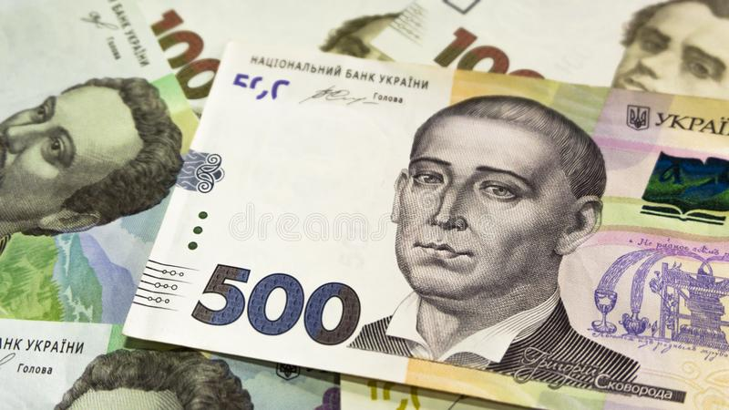 Tätt tävla upp av ukrainska pengar 100, grivnia 500 för design och idérika projekt royaltyfri bild