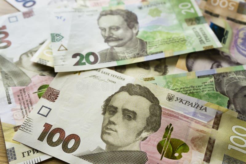 Tätt tävla upp av ukrainska pengar 100, grivnia 20 för design och idérika projekt royaltyfri bild