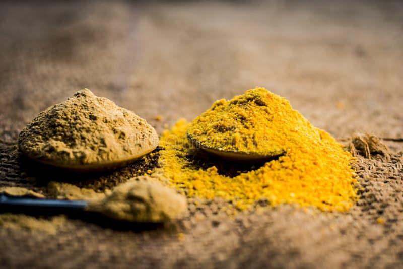 Tätt upp av herbss pulver och deg I e-mulpanimittien, fullare jord, torkade apelsinskal och steg sidor med dess utdragna vatten royaltyfria foton