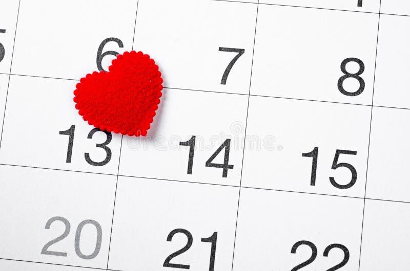 Tätt upp 14th det februari datumet 2019 och röd hjärta royaltyfri foto