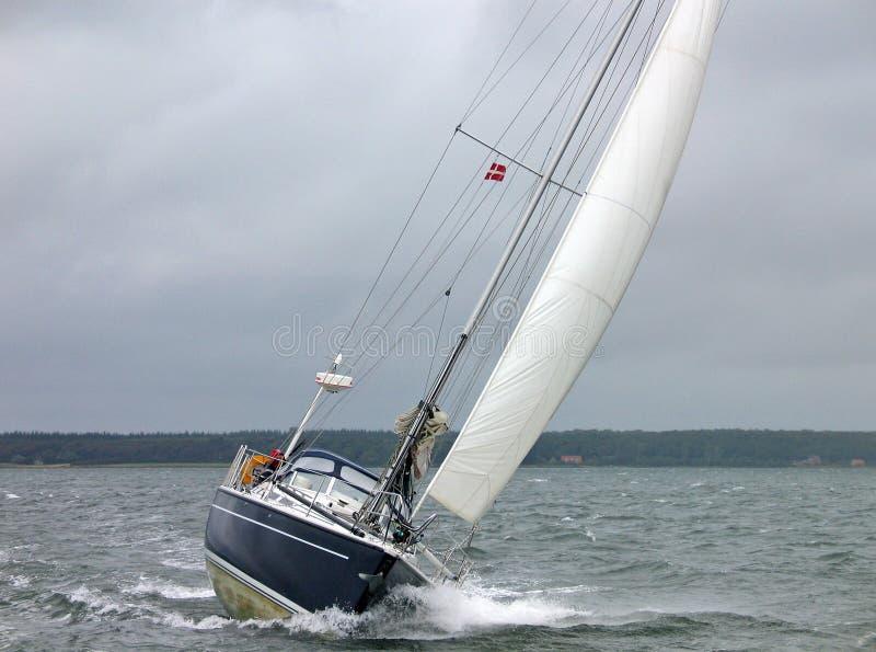 tävlings- segelbåtvinter arkivfoton