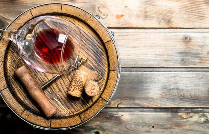 tła szkła czerwone wino Baryłka czerwone wino obraz royalty free