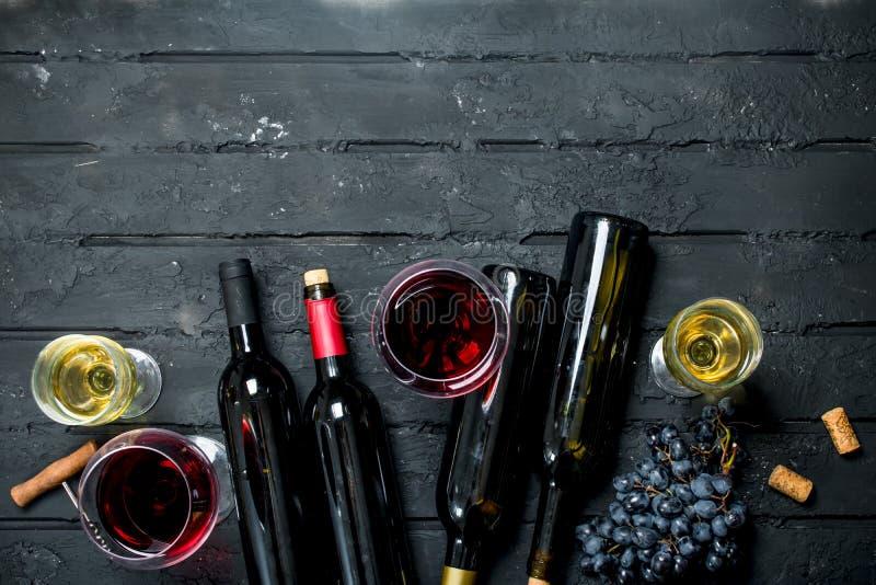 tła szkła czerwone wino czerwone wino białe obrazy stock