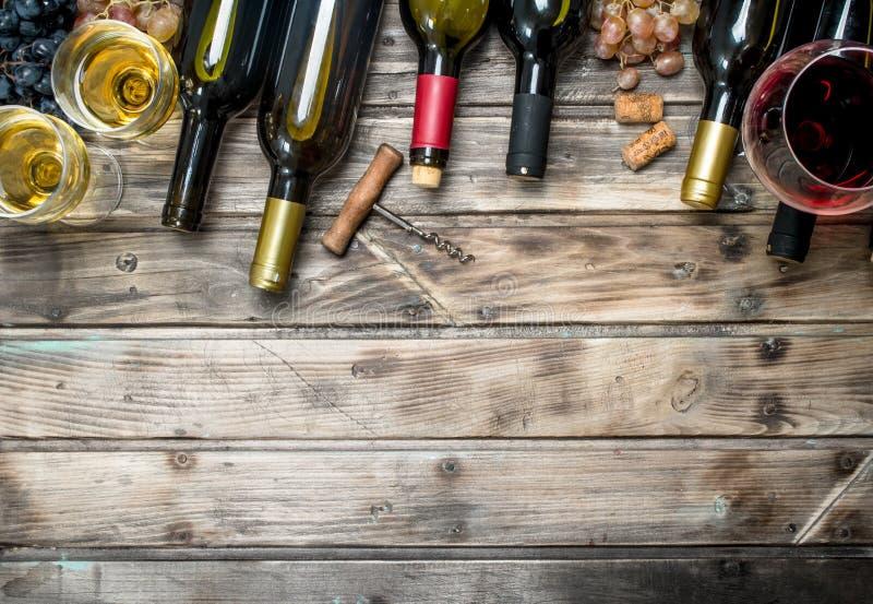tła szkła czerwone wino czerwone wino białe obraz stock