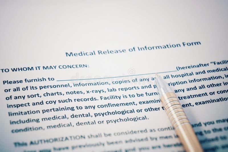 Tålmodig frigörare av informationsformen med HIPAA-reglementedokument Medicinsk frigörare av informationsformen royaltyfria bilder