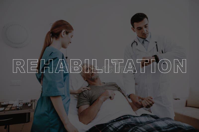 Tålmodig medicinsk kontroll för collagerehabilitering upp fotografering för bildbyråer