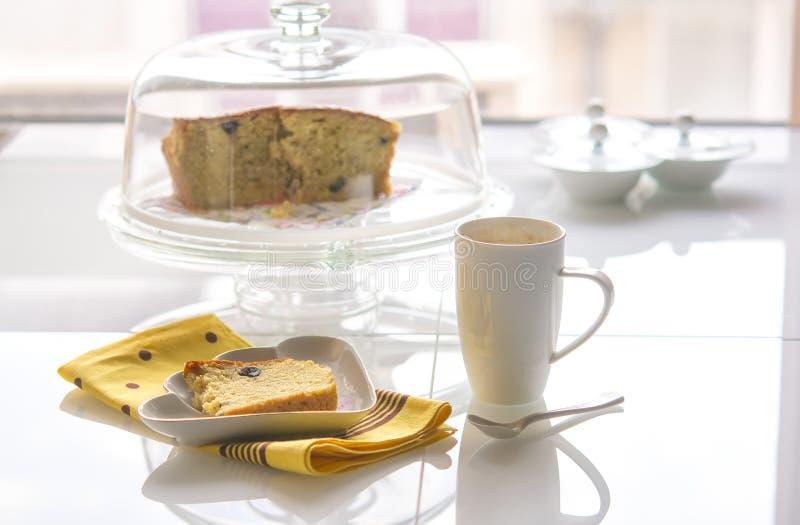 Tårta och kaffe royaltyfria bilder