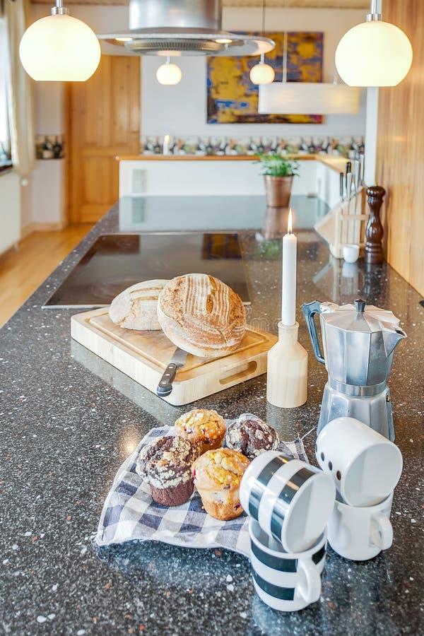 Tårta och kaffe royaltyfria foton