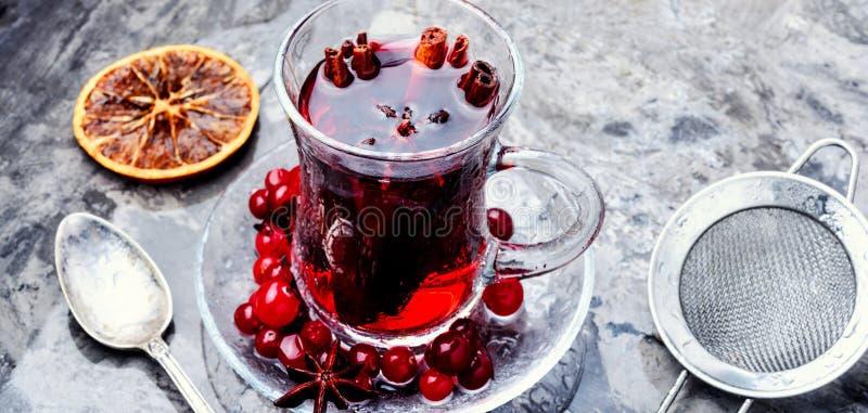 Tè caldo con il mirtillo rosso fotografia stock libera da diritti