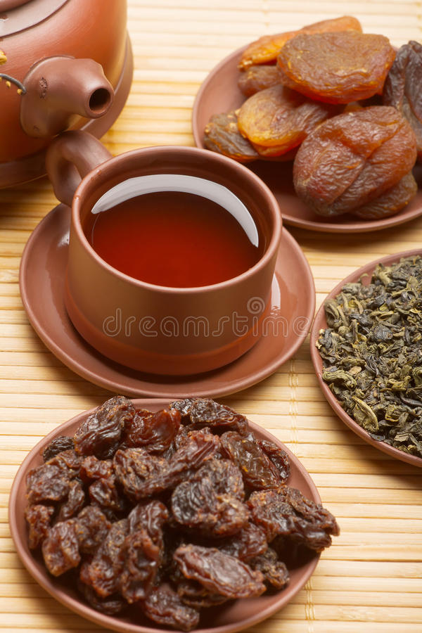 Tè cinese e frutti secchi fotografia stock libera da diritti