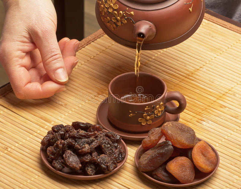Tè cinese e frutti secchi immagini stock