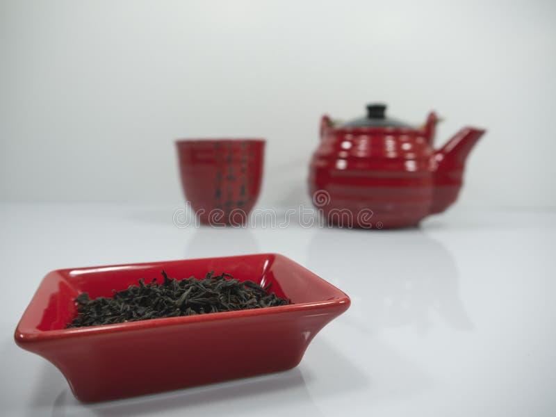 Tè cinese e una teiera rossa con una tazza sul bachground immagine stock libera da diritti