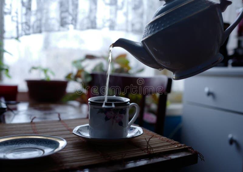 Tè di mattina nella mattina di inverno fotografia stock