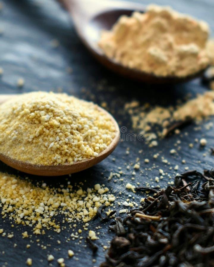 Tè e Ginger Powder di cottura immagini stock libere da diritti