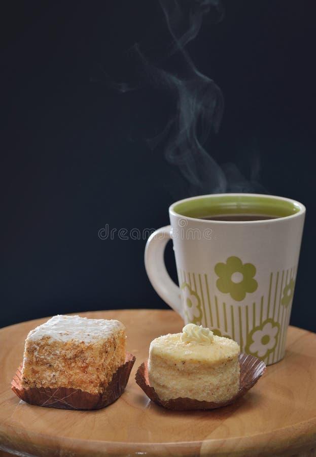 Tè e torte immagine stock