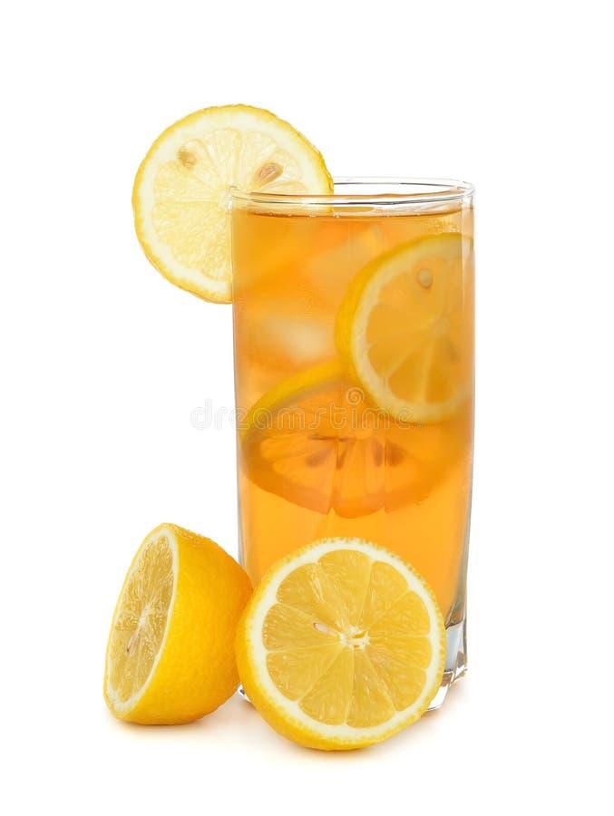 Tè ghiacciato con il limone immagini stock