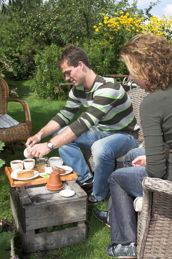 Tè nel giardino immagine stock