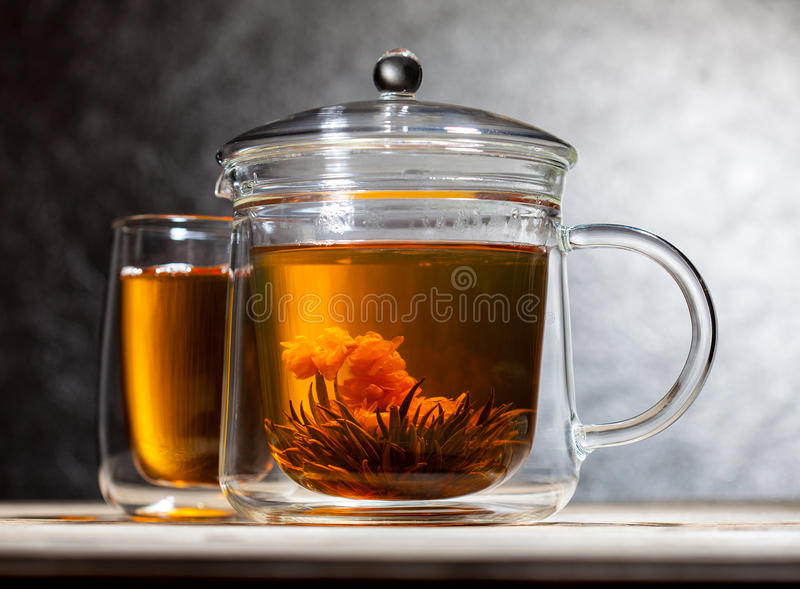 Tè verde con il fiore fotografie stock libere da diritti