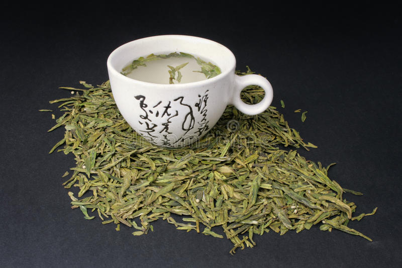 Tè verde con una tazza bianca fotografia stock libera da diritti