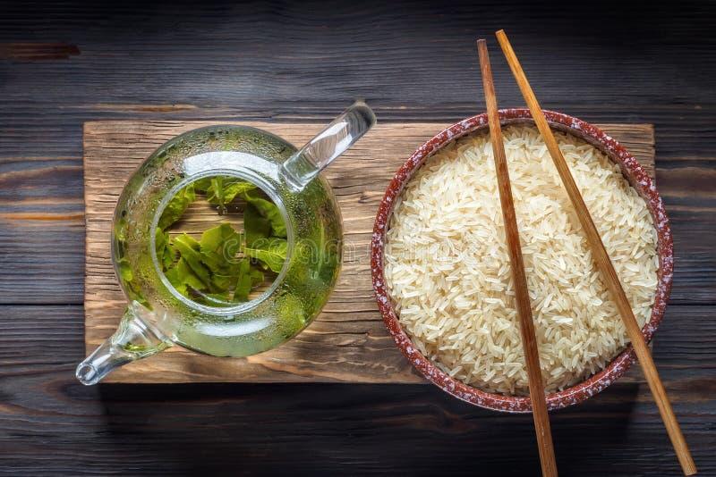 Tè verde del cinese tradizionale di fermentazione differente e di riso fotografie stock libere da diritti