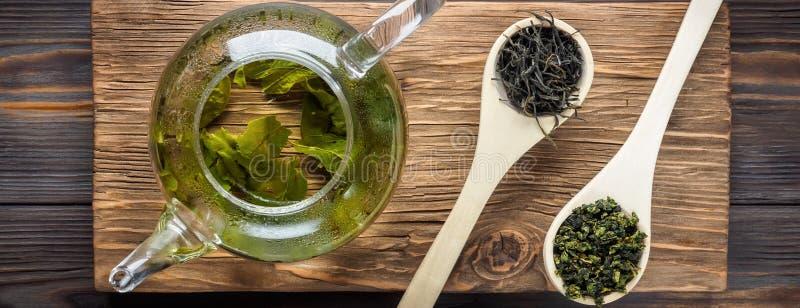 Tè verde del cinese tradizionale di fermentazione differente e di riso fotografia stock libera da diritti