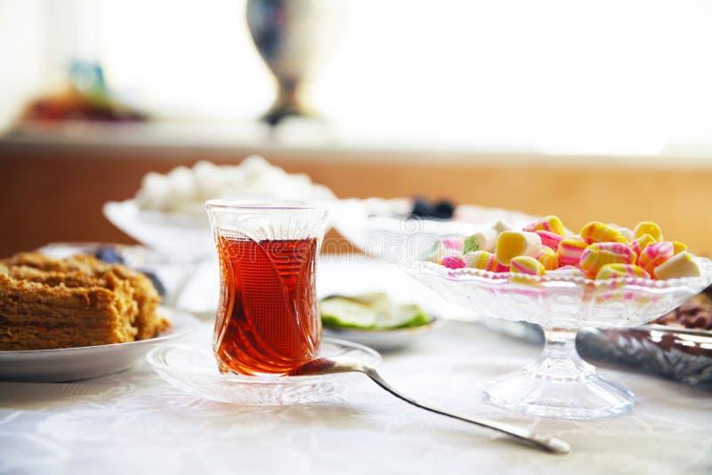 Té del este de las nueces del placer turco imagen de archivo