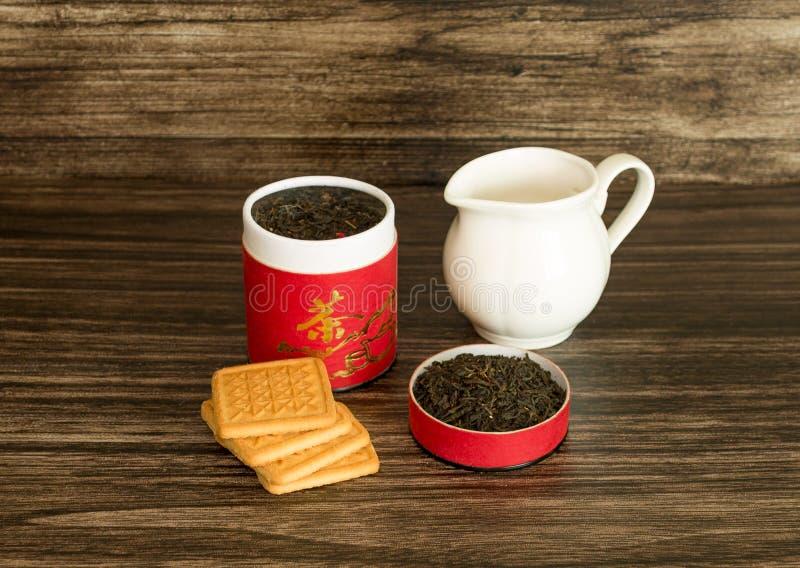 Té, galletas y un tarro imagen de archivo