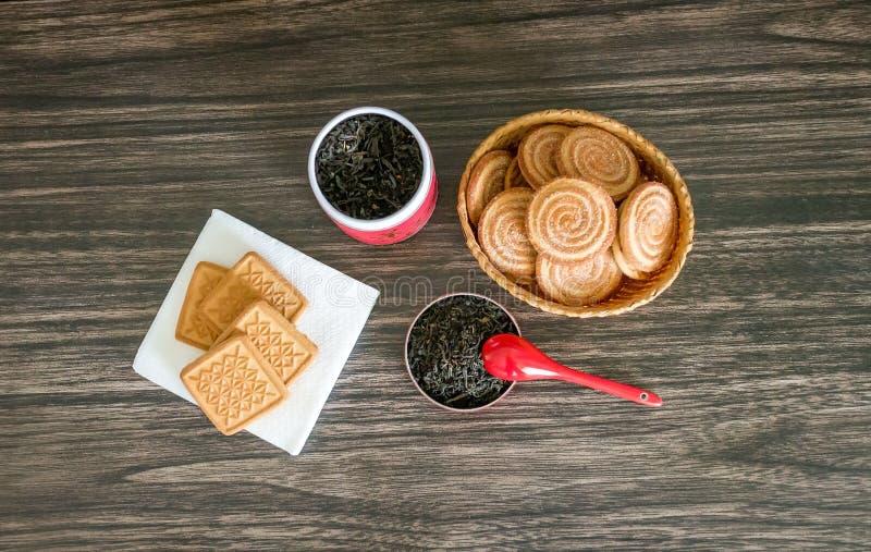 Té, galletas y un tarro foto de archivo libre de regalías