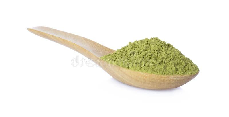 té verde del polvo con la cuchara de bambú en el fondo blanco imagen de archivo libre de regalías