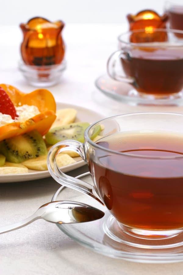 Té y frutas foto de archivo