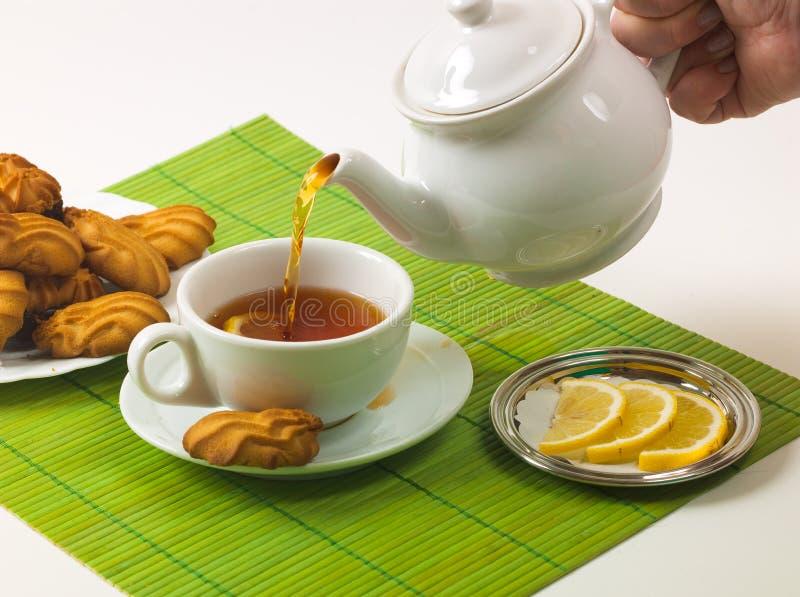 Té y galletas del limón fotos de archivo