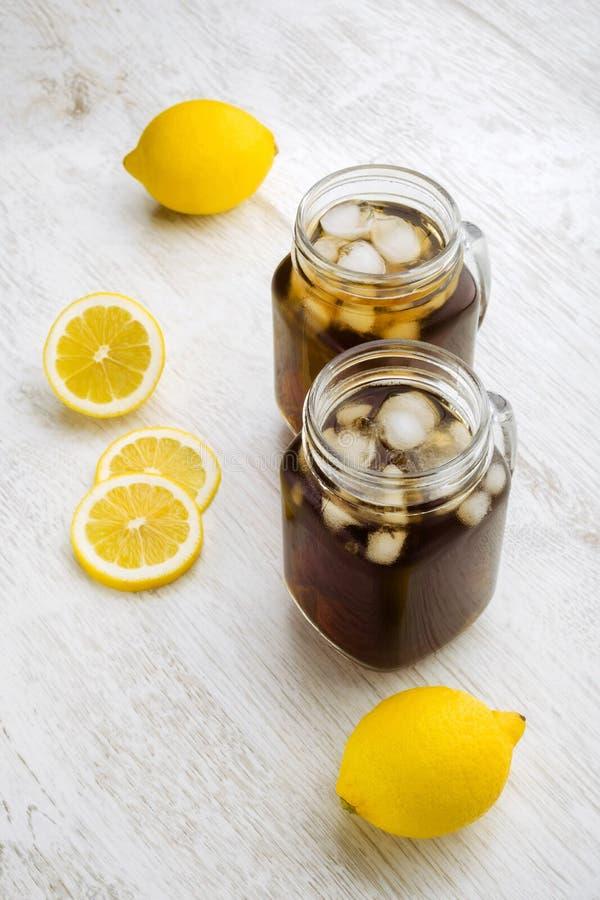 Té y limones de hielo imagen de archivo