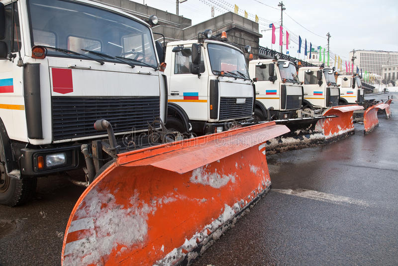 Técnica municipal da neve-remoção imagem de stock