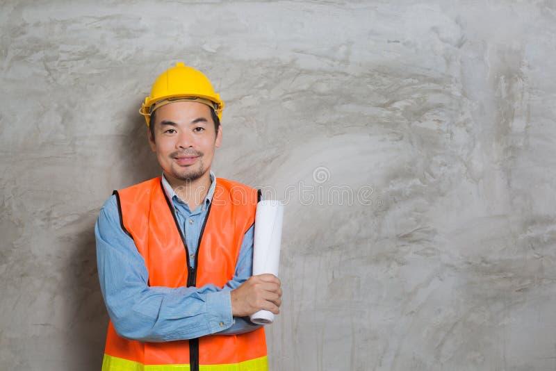 Técnico asiático de la construcción fotos de archivo