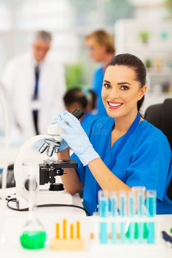 Técnico de laboratorio médico foto de archivo libre de regalías