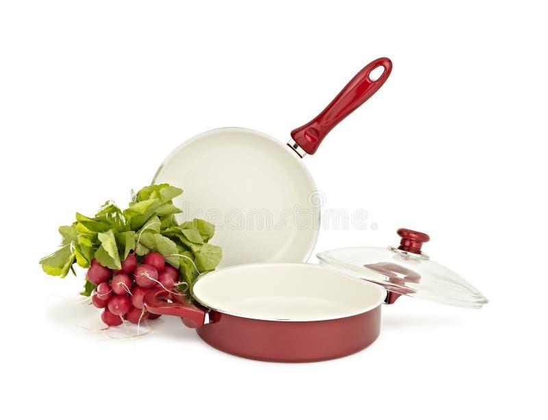Téflon, ensemble de casserole d'acier inoxydable et légume image stock