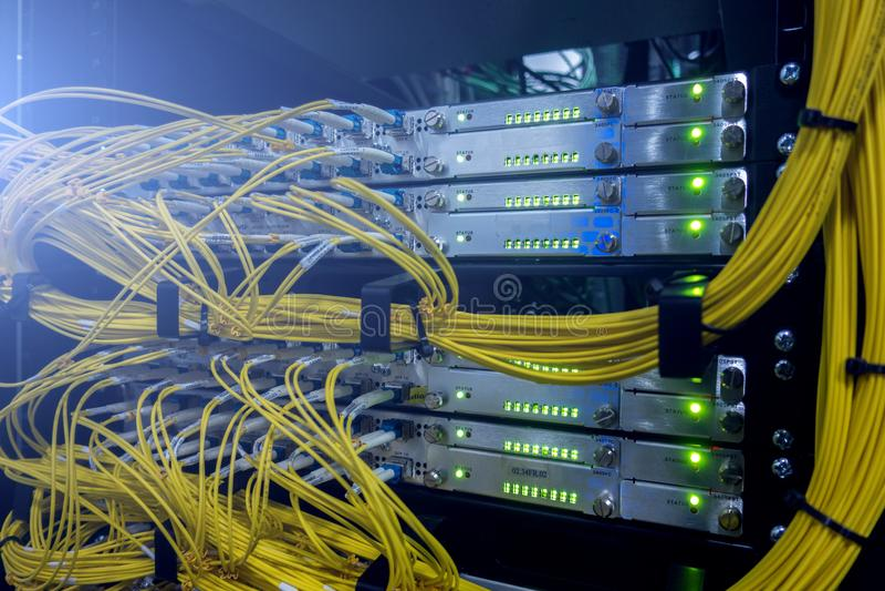 télécommunication Câbles à fibres optiques photographie stock libre de droits