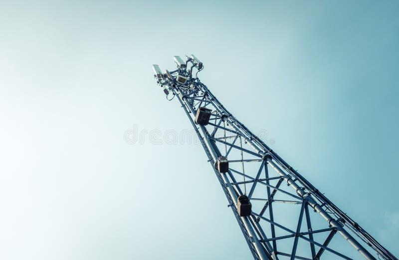 T?l?communication ou tour hertzienne de t?l?phone portable photographie stock libre de droits