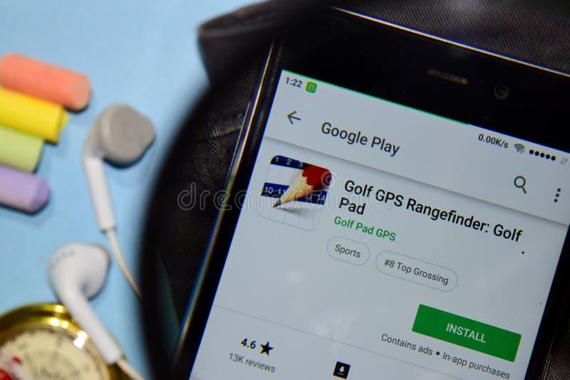 Télémètre de GPS de golf : Appli de réalisateur de protection de golf avec l'agrandissement sur l'écran de Smartphone photographie stock libre de droits