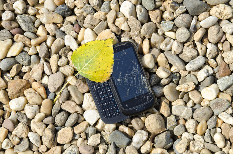 Téléphone cassé photographie stock libre de droits