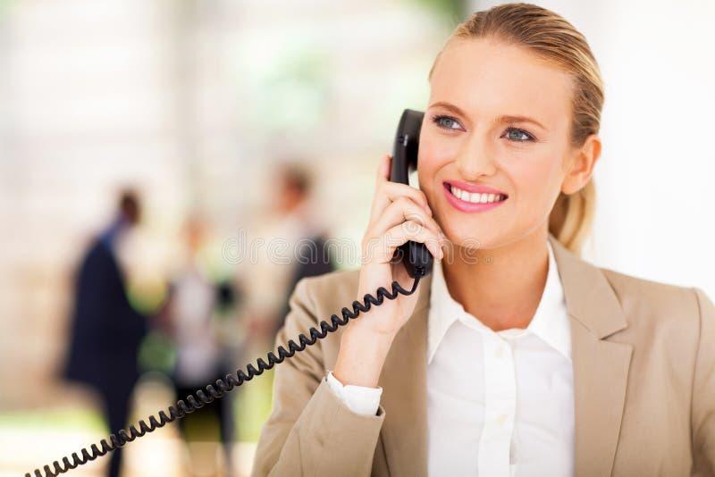 Téléphone d'employé de bureau photographie stock libre de droits