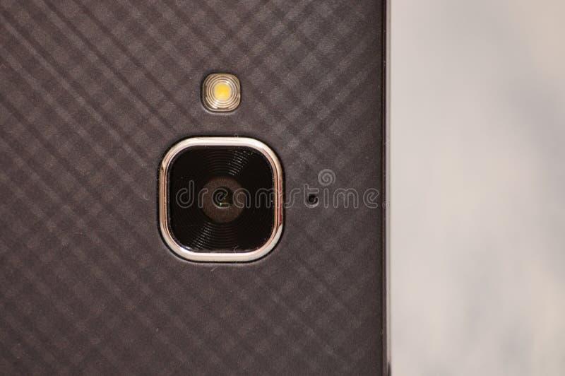 Téléphone de caméra, smartphone, plan rapproché, macro, vue à partir du dessus Il y a l'espace pour le texte sur le fond en  photos libres de droits