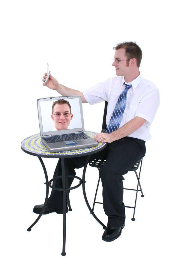Téléphone et ordinateur portatif d'appareil photo numérique avec l'image sur l'écran images libres de droits