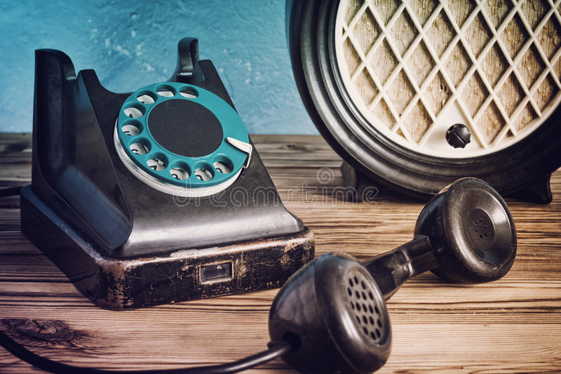 Téléphone et radio de vintage photographie stock libre de droits