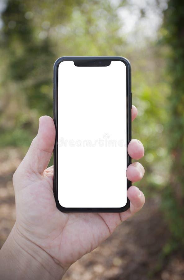 Téléphone intelligent cellulaire dans la main d'un homme images stock