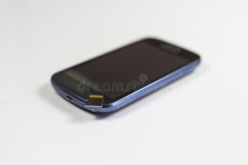 Téléphone intelligent moderne avec la carte de mémoire images libres de droits