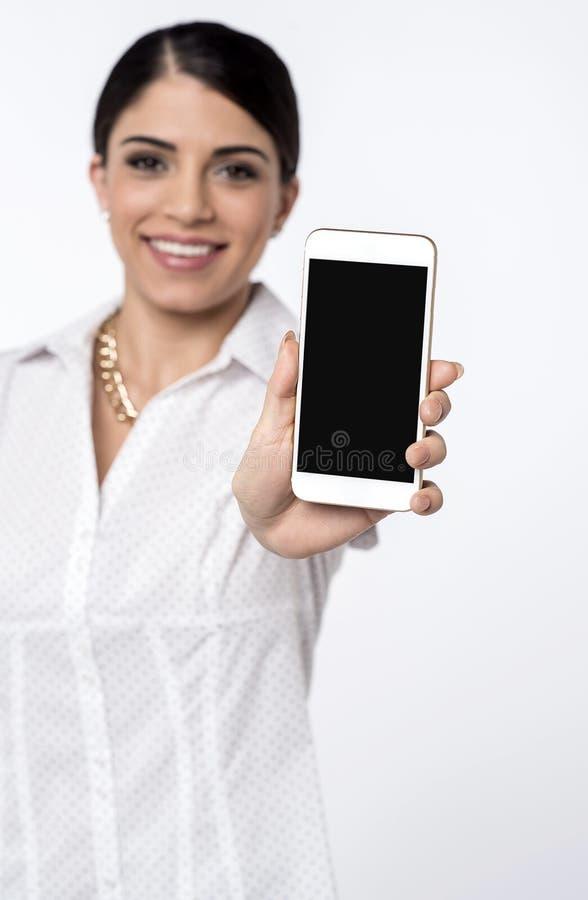 Téléphone portable décrit en vente maintenant ! images libres de droits