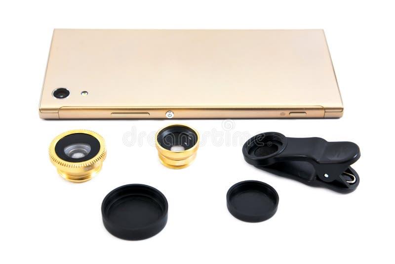 Téléphone portable d'or avec le zoom, l'agrafe et la couverture d'isolement sur le fond blanc Téléphone intelligent d'or avec la  photos stock