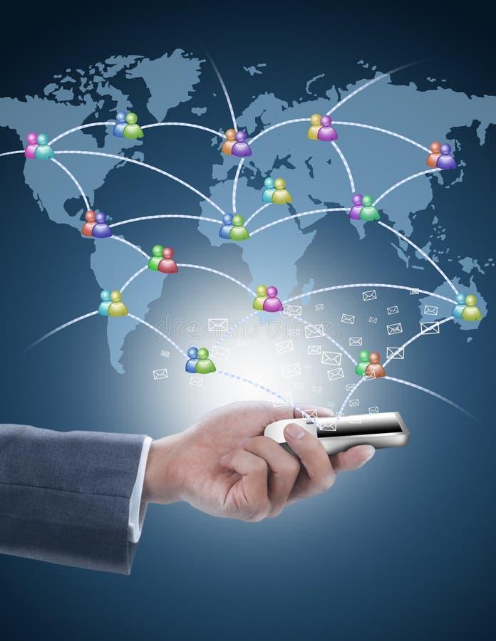 Téléphone portable de fixation d'homme d'affaires avec le netwo social photographie stock