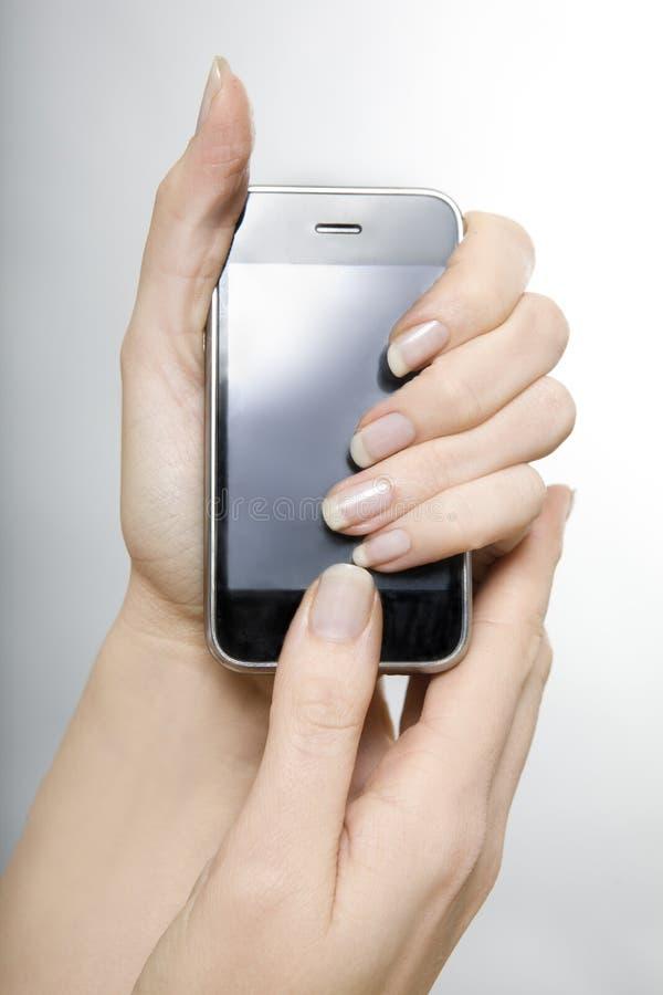 Téléphone portable de fixation de femme image stock